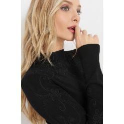 Sweter z kwiatowym haftem. Czarne swetry rozpinane damskie marki Orsay, xs, z dzianiny. Za 99,99 zł.