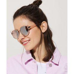 Okulary przeciwsłoneczne - Różowy. Czerwone okulary przeciwsłoneczne damskie aviatory House. W wyprzedaży za 19,99 zł.