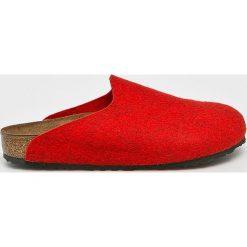 Birkenstock - Kapcie. Czerwone kapcie damskie Birkenstock, z gumy. Za 239,90 zł.