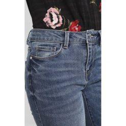 Jeansy damskie: Vero Moda VMSEVEN SLIM  Jeansy Slim Fit medium blue denim