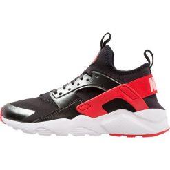 Nike Sportswear AIR HUARACHE RUN ULTRA Tenisówki i Trampki schwarz/pink. Czarne trampki dziewczęce Nike Sportswear, z materiału. W wyprzedaży za 367,20 zł.