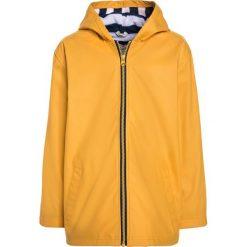 Hatley SPLASH Kurtka przeciwdeszczowa yellow/navy. Żółte kurtki chłopięce przeciwdeszczowe marki Hatley, z materiału. W wyprzedaży za 167,30 zł.