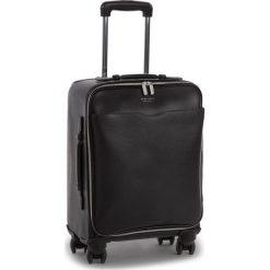Mała Twarda Walizka BOSS - Signature_Trolley 50385614  001. Czarne walizki Boss, ze skóry, małe. W wyprzedaży za 2949,00 zł.
