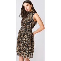 NA-KD Karbowana siateczkowa sukienka - Brown,Multicolor. Brązowe sukienki na komunię NA-KD, ze stójką. Za 121,95 zł.