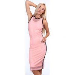 Sukienka z siatką pudrowa 3967. Różowe sukienki z falbanami Fasardi. Za 69,00 zł.