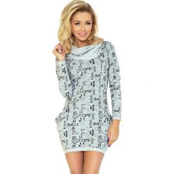 Wiktoria Golf - sukienka z dużymi kieszeniami - wzór LOVE szary. Różowe sukienki na komunię marki numoco, l, z długim rękawem, maxi, oversize. Za 145,00 zł.