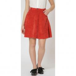 Spódnica w kolorze pomarańczowym. Brązowe spódniczki rozkloszowane TrakaBarraka, xs, w paski, midi. W wyprzedaży za 89,95 zł.