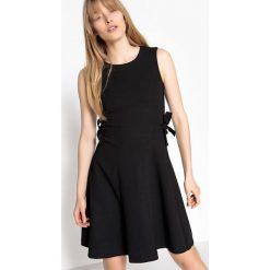 Sukienki hiszpanki: Krótka, rozszerzana sukienka, okrągły dekolt, bez rękawów