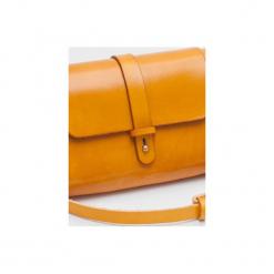 Torebka z drewnem R4m żółta. Żółte torebki klasyczne damskie Republic, w paski, z lakierowanej skóry, duże. Za 340,00 zł.