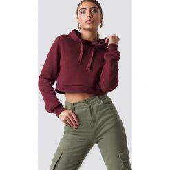 Pamela x NA-KD Bluza z kapturem Cropped Rib - Red. Czerwone bluzy rozpinane damskie Pamela x NA-KD, długie, z kapturem. Za 141,95 zł.