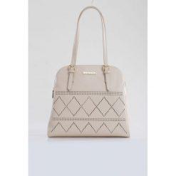 Torebki klasyczne damskie: Elegancka torebka z ażurowym wzorem