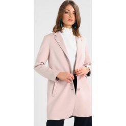 Płaszcze damskie pastelowe: Frieda & Freddies Krótki płaszcz powder rose