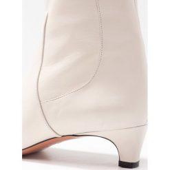Oxitaly SANDRA Botki positano riso. Białe botki damskie skórzane marki Oxitaly, klasyczne. Za 709,00 zł.