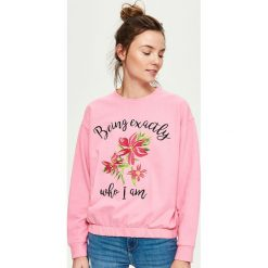 Bluzy rozpinane damskie: Bluza z haftem - Różowy