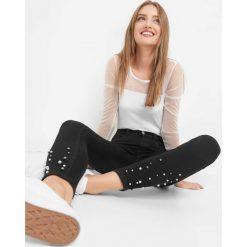 Jegginsy z perłami. Czarne legginsy marki Orsay, s, z bawełny. Za 99,99 zł.