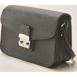 Torebki klasyczne damskie: Mała torebka z metalowym zapięciem – Czarny