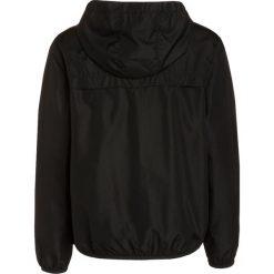 Billabong TRANSPORT WINDBREAKER Kurtka przejściowa black. Czarne kurtki chłopięce przejściowe marki Billabong, z materiału, outdoorowe. W wyprzedaży za 167,20 zł.