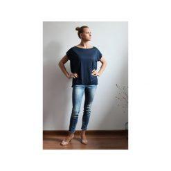 Bluzka oversize z dekoltem na plecach. Niebieskie bluzki damskie marki Szarymary, xxl, z dekoltem na plecach, z krótkim rękawem. Za 89,00 zł.