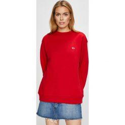 Tommy Jeans - Bluza. Czerwone bluzy damskie marki Tommy Jeans, l, z bawełny, bez kaptura. Za 299,90 zł.