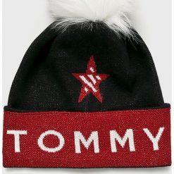 Tommy Jeans - Czapka. Brązowe czapki zimowe damskie Tommy Jeans, na zimę, z jeansu. Za 199,90 zł.