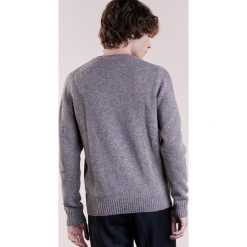 CLOSED Sweter beige tutti. Brązowe swetry klasyczne męskie marki CLOSED, m, z materiału. W wyprzedaży za 434,25 zł.