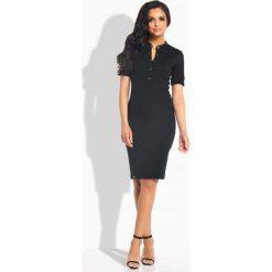 Sukienki balowe: Elegancka dopasowana sukienka z guziczkami czarna