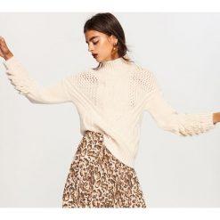 Sweter ze stójką - Kremowy. Szare swetry klasyczne damskie marki FOUGANZA, z bawełny. Za 139,99 zł.