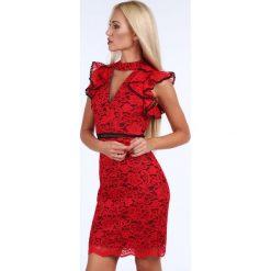 Koronkowa sukienka z falbankami na ramionach czerwona G5122. Czerwone sukienki koronkowe Fasardi, l, z falbankami. Za 149,00 zł.