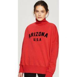 Bluza z golfem - Czerwony. Czerwone bluzy damskie Sinsay. Za 59,99 zł.