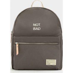 Plecaki damskie: Mały ciemnoszary plecak z materiału z napisem