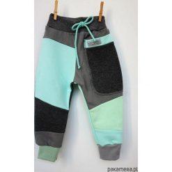 PATCH PANTS spodnie 74 - 98 cm grafit & błękit. Czerwone spodnie chłopięce marki Pakamera, z dzianiny. Za 89,00 zł.
