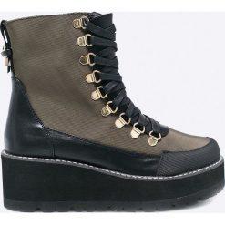 Sixtyseven - Botki. Czarne buty zimowe damskie marki Sixtyseven, z materiału, z okrągłym noskiem, na koturnie, na sznurówki. W wyprzedaży za 199,90 zł.