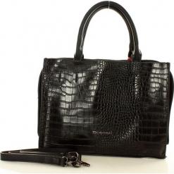 MONNARI Drapieżna torebka kuferek czarny. Czarne kuferki damskie Monnari, w paski, ze skóry. Za 159,00 zł.