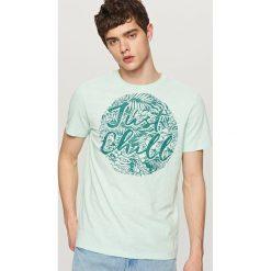 T-shirty męskie: T-shirt z wakacyjnym nadrukiem – Zielony