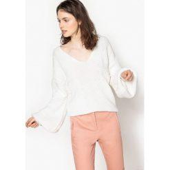 Swetry damskie: Sweter z dekoltem w kształcie litery V fantazyje sciągacze przy rękawach, rozszerzane rękawy