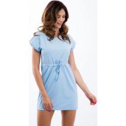Jasnoniebieska sukienka ze sznurkiem w pasie 12660. Szare sukienki Fasardi, l. Za 44,00 zł.