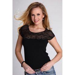 Modna damska bluzka Marita. Szare bluzki damskie Astratex, w koronkowe wzory, z bawełny, z krótkim rękawem. Za 45,35 zł.