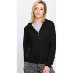 Czarna Bluza Wake Me Up. Czarne bluzy rozpinane damskie marki Born2be, l, z dresówki, z kapturem. Za 59,99 zł.