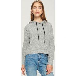 Krótka bluza z kapturem - Jasny szar. Szare bluzy rozpinane damskie Sinsay, l, z krótkim rękawem, krótkie, z kapturem. Za 49,99 zł.