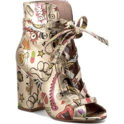 Botki CARINII - B3854 K16-000-000-C00. Żółte buty zimowe damskie Carinii, ze skóry, na obcasie. W wyprzedaży za 259,00 zł.
