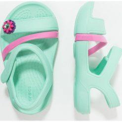 Crocs LINA Sandały kąpielowe mint. Czerwone sandały chłopięce marki Crocs, z materiału. Za 129,00 zł.
