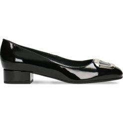 Czółenka MIHO. Czarne buty ślubne damskie Gino Rossi, w geometryczne wzory, z lakierowanej skóry. Za 224,95 zł.