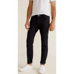 Mango Man - Jeansy Jan3. Czarne jeansy męskie relaxed fit marki Mango Man, z aplikacjami, z bawełny. Za 139,90 zł.