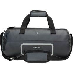 Torba sportowa TPU608 - czarny - Outhorn. Czarne torby podróżne Outhorn, w paski, z materiału. W wyprzedaży za 34,99 zł.