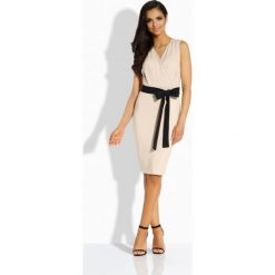 Sukienki: Prosta sukienka z kontrastującym paskiem beżowy