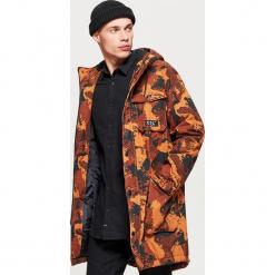 Zimowy płaszcz z kapturem - Khaki. Brązowe płaszcze na zamek męskie Cropp, na zimę, l. Za 269,99 zł.