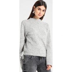 Swetry klasyczne damskie: Betty & Co Sweter light silver melange