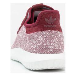 Adidas Originals TUBULAR SHADOW Tenisówki i Trampki collegiate birgundy/crystal white. Czerwone tenisówki męskie adidas Originals, z materiału. W wyprzedaży za 347,65 zł.