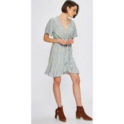 Broadway - Sukienka. Szare sukienki asymetryczne Broadway, na co dzień, l, z dzianiny, casualowe, z asymetrycznym kołnierzem, mini. W wyprzedaży za 159,90 zł.