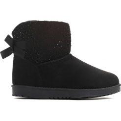 Czarne Śniegowce Coronilla. Czarne buty zimowe damskie marki Cropp. Za 99,99 zł.